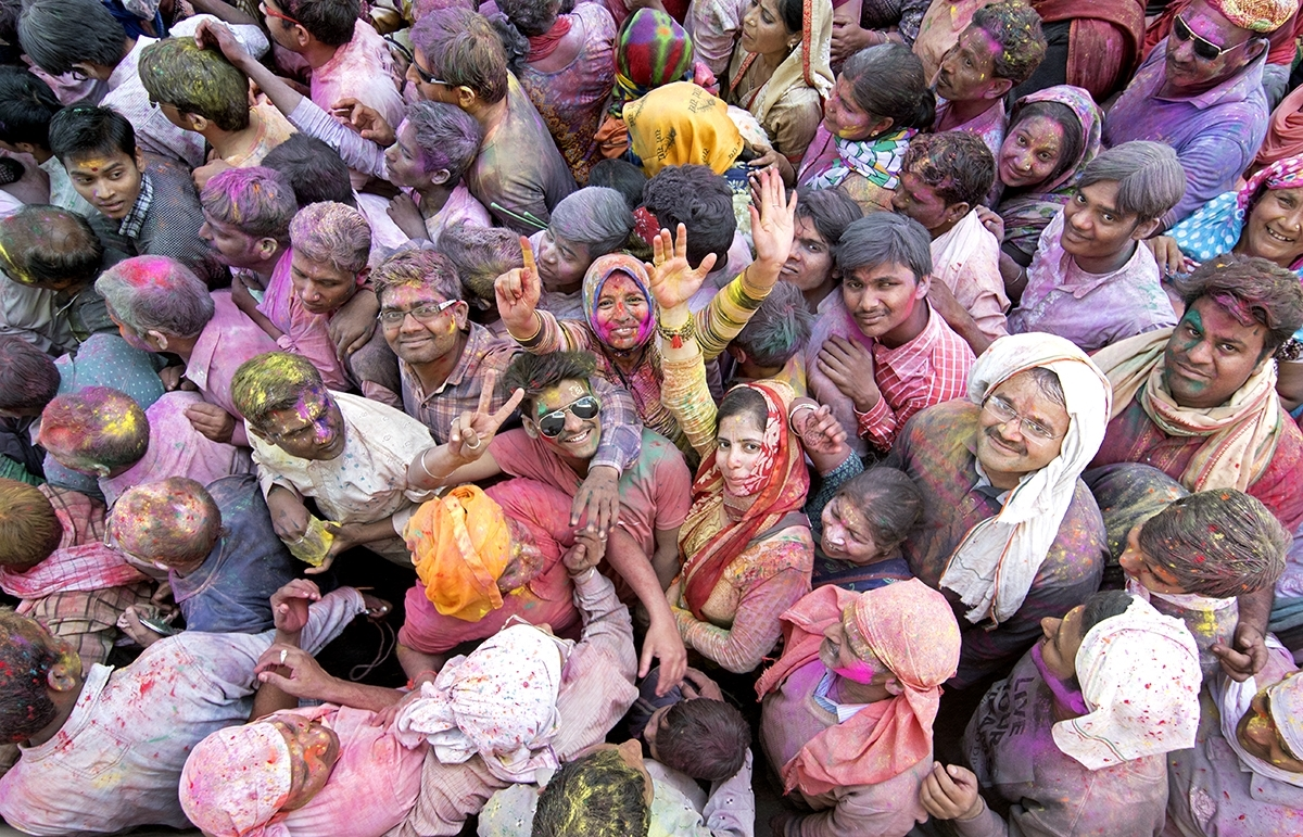 The-Crowds-walking-the-Temple-during-the-Holi-Ferstival-in-Nothern-India-JM-0-Place-by-Lucy-Beck-CC