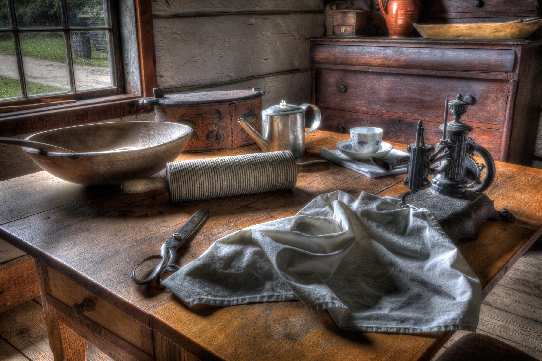 Kitchen-Table-PM-1-Place-by-Michael-Fredrich-LV
