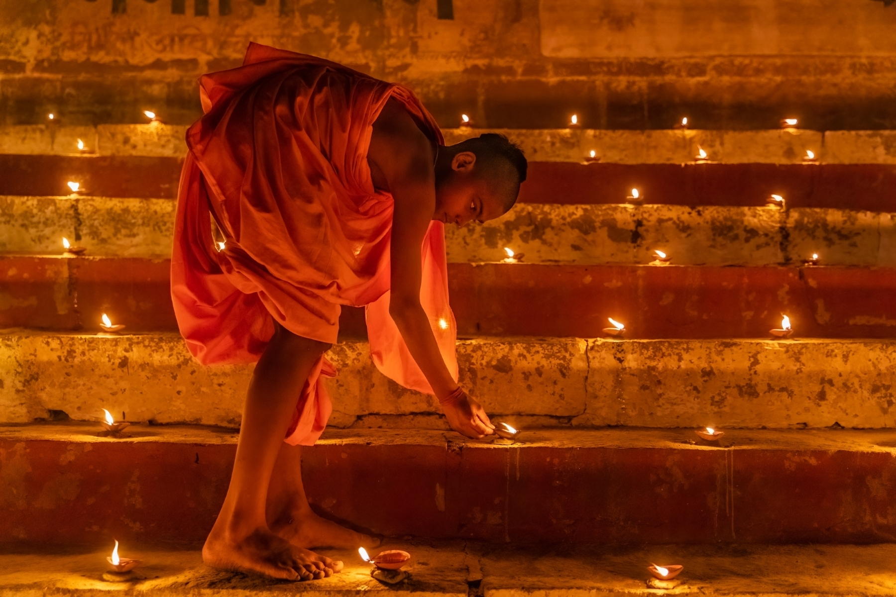 Dev-Diwali-3-This-act-of-offering-lamps-to-the-Ganga-is-called-Deepdaan.-JM-Place-by-Rajani-Ramanathan-LV